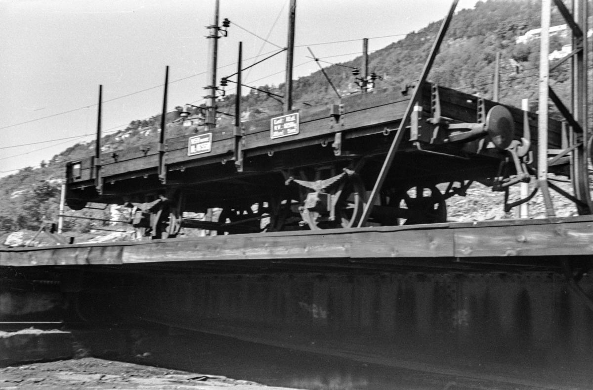 Godsvogn type N2 nr. 16558 på Bergen stasjon.