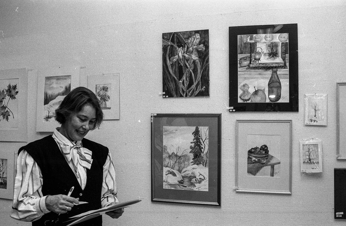 Utstilling i Kolbotn bibliotek. Fotograf: ØB Ukjent