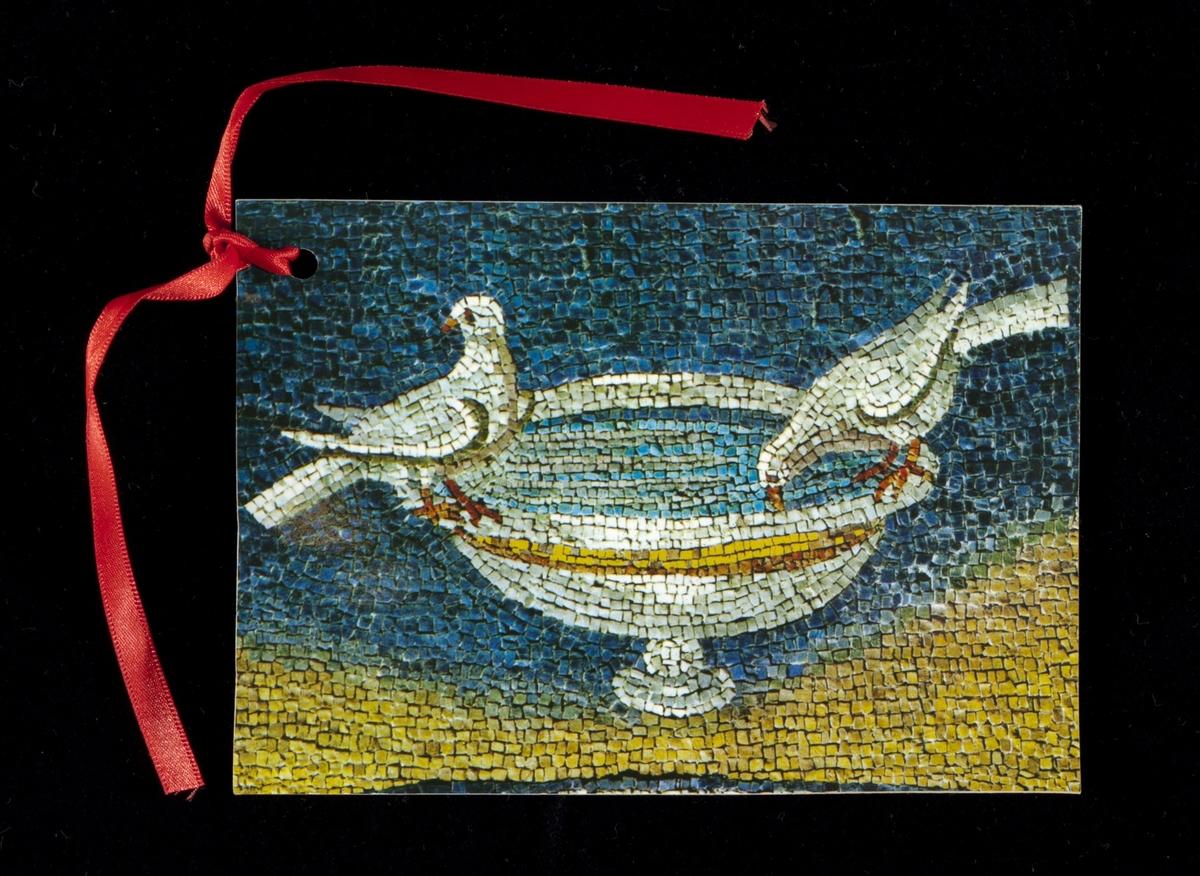 Bilde heter: Duer som drikker. Mosaikk fra et kunstmuseum i Ravenna.
