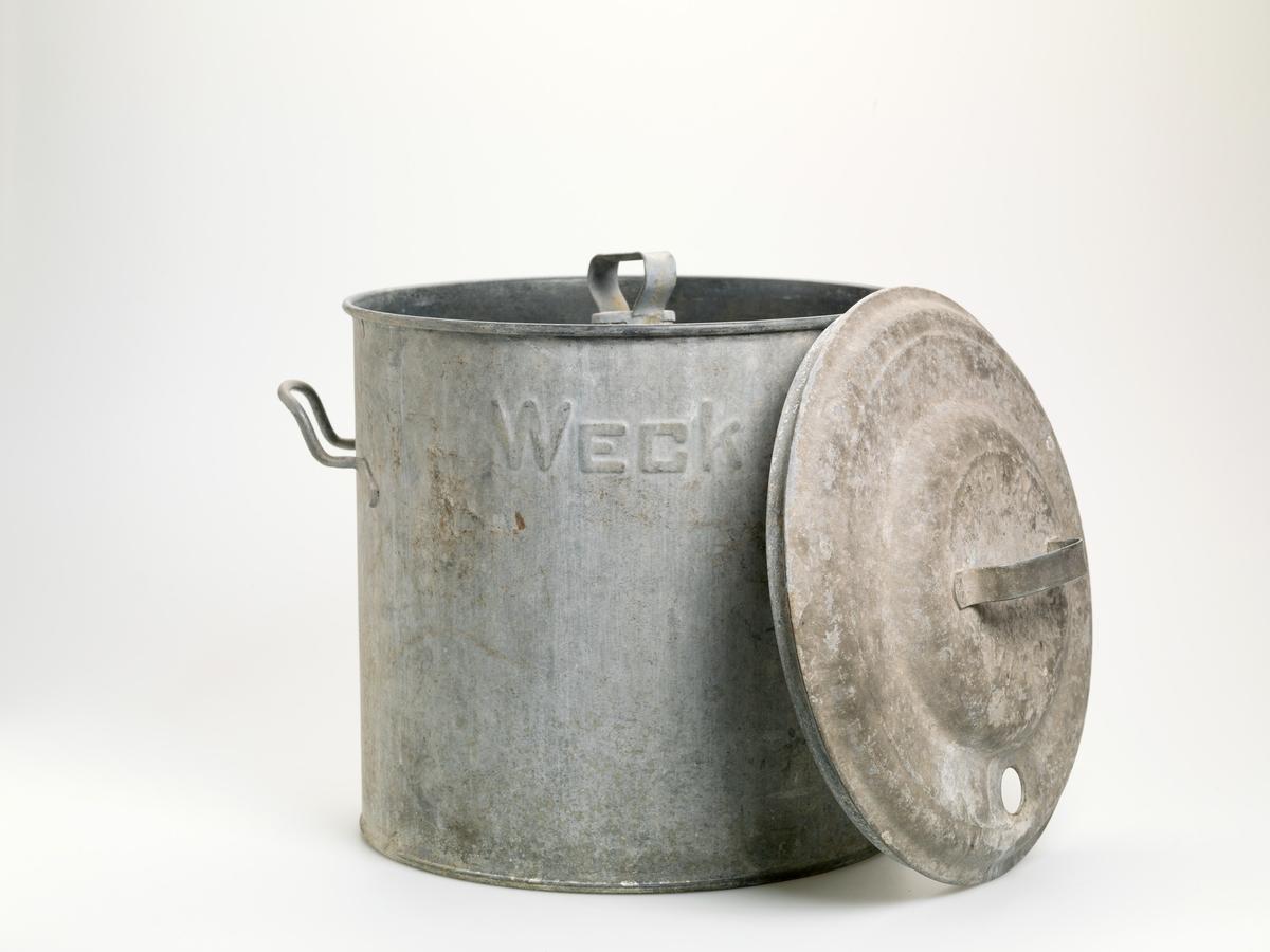På kjelens øvre del står produsentnavnet Weck i relieff.