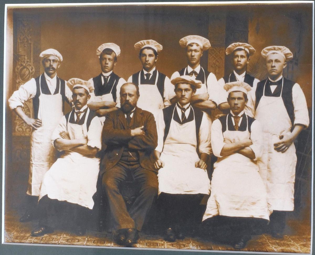 Gruppeportett, Sørensens kokkeskole i Arendal. Mad Sørensen er selv lærer.