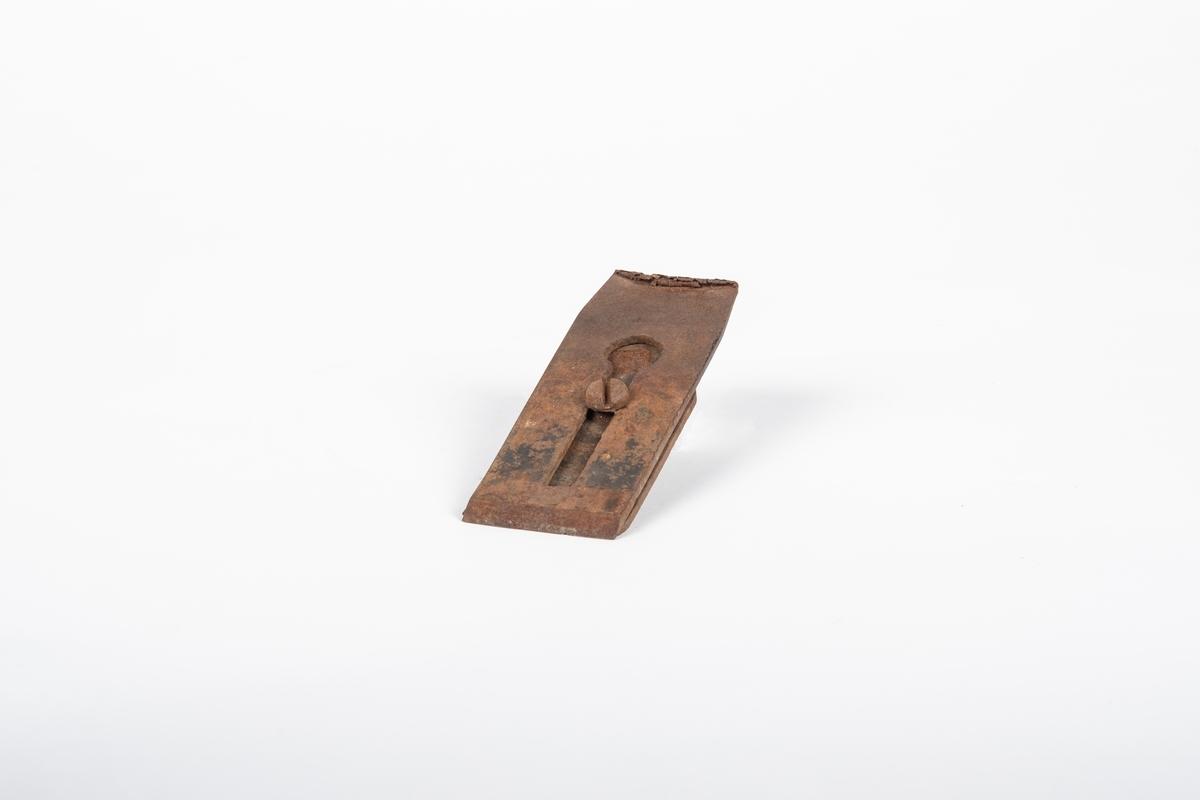 Høveljernet består av to deler som er skrudd sammen.