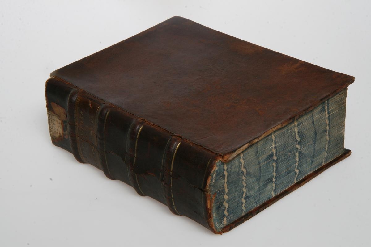 """Innbundet i skinn med gulltrykk. """"Kong Christian den Syvendes allernaadigste Forordninger og Aabne Breve"""" 1796-1799. København u.å."""
