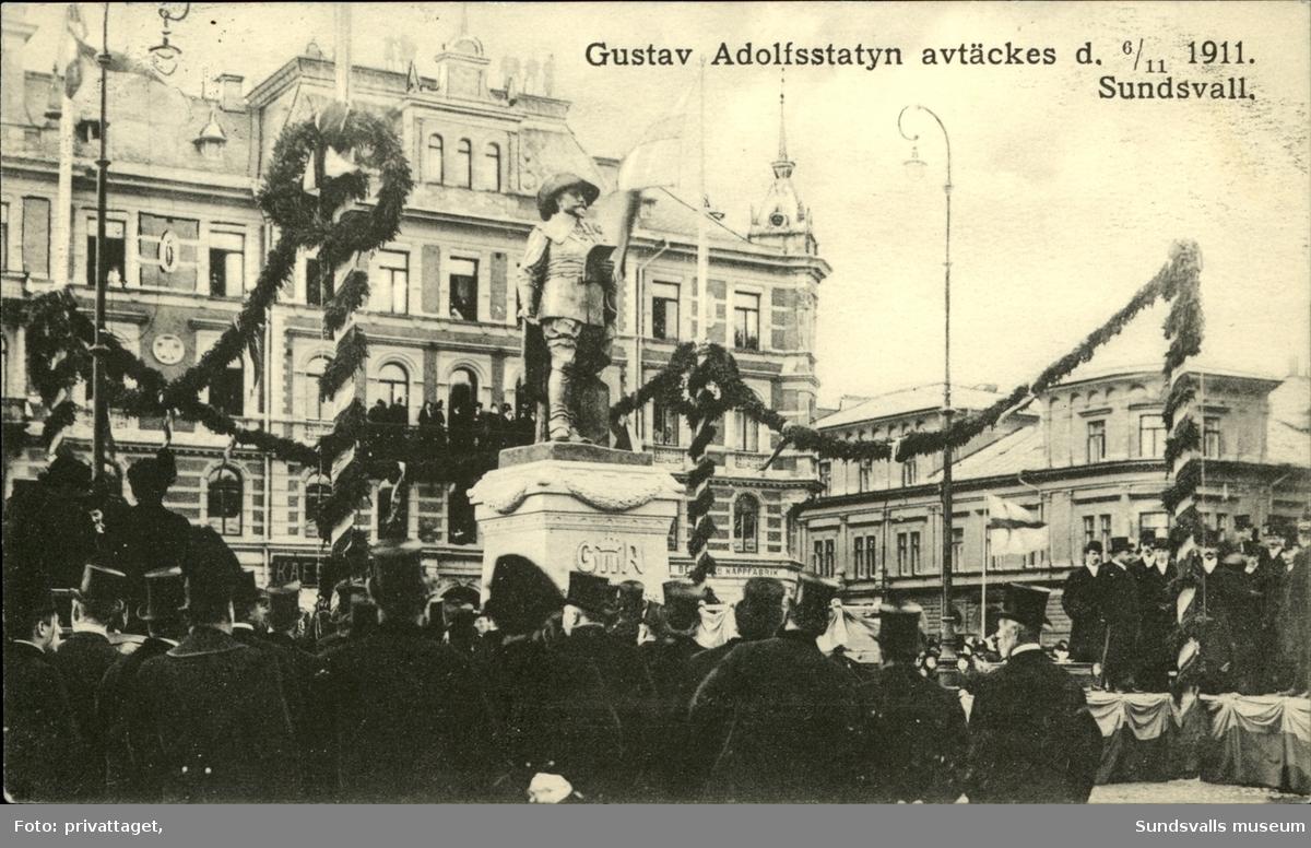 Vykort över invigningen och avtäckningen av statyn över Gustaf II Adolf på Stora torget i Sundsvall.