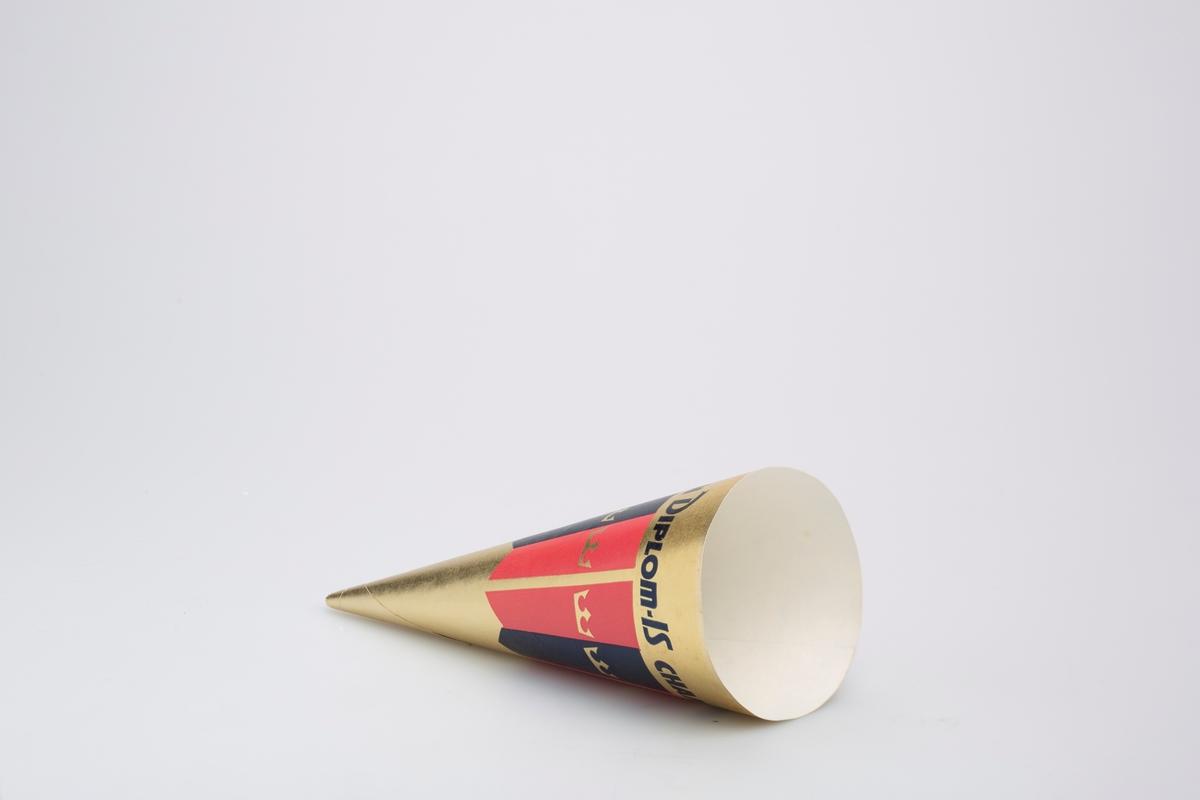 Kjegleformet iskrempapir (kremmerhus) i aluminium og papir. Kremmerhuset er med farger på utsiden, og uten farge (hvit) på innsiden. Papiret har gullfarget bakgrunn med rosa og blå vertikale striper i midten. Det er en gullkrone i hver av stripene.