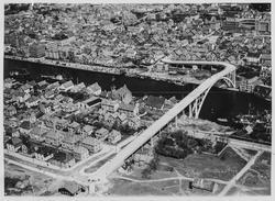 Fugleperspektiv over byen sett mot nordøst, ca. 1947.