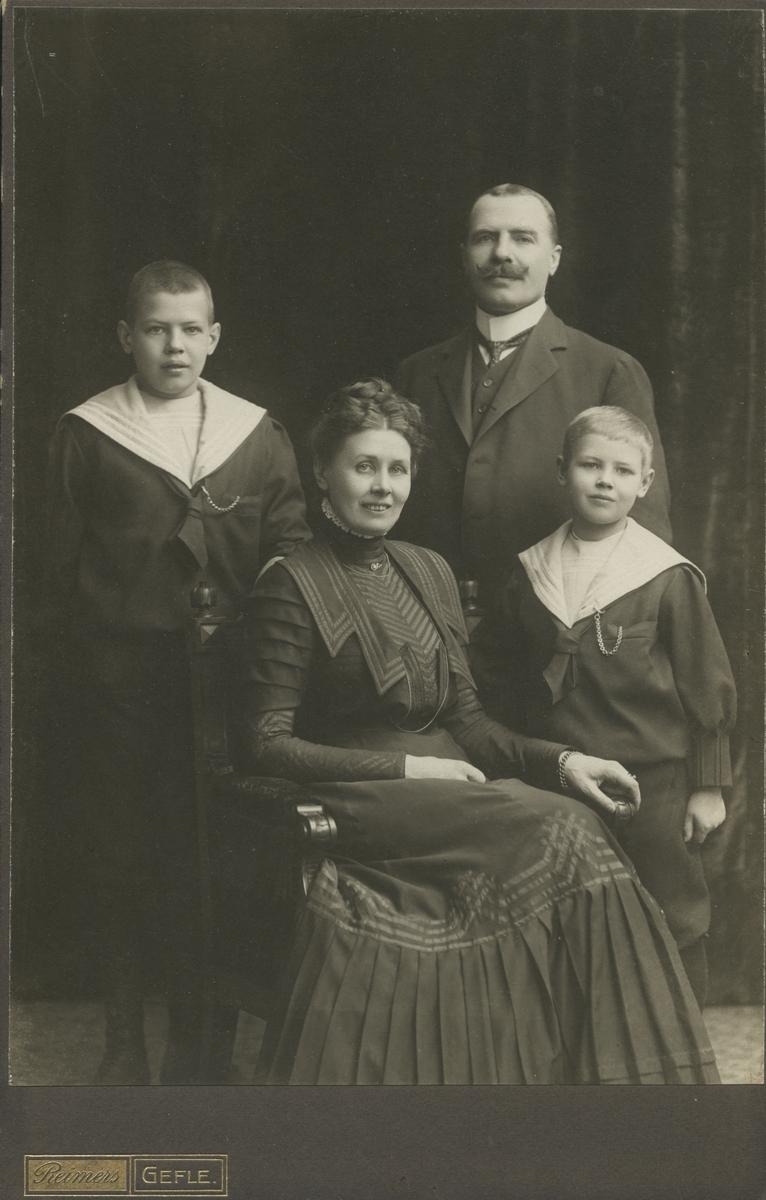 Son till major Gustaf Swedlund, Gävle.