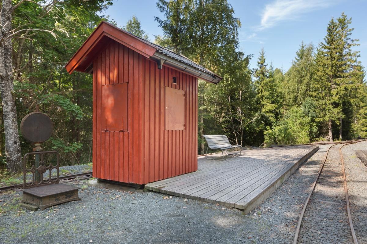 Stasjonsbygning Smutterud, opprinnelig ekspedisjonsbod i godshus Oslo Østbanestasjon. Bygget i 1922.