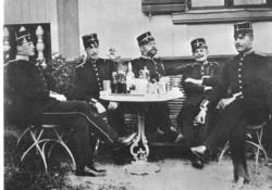 En stilla stund med kaffe och punsch i början av 1890-talet.