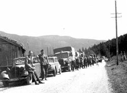 Andre verdenskrig. Kolonne i Åsgardane 1940-41. Fremste bil