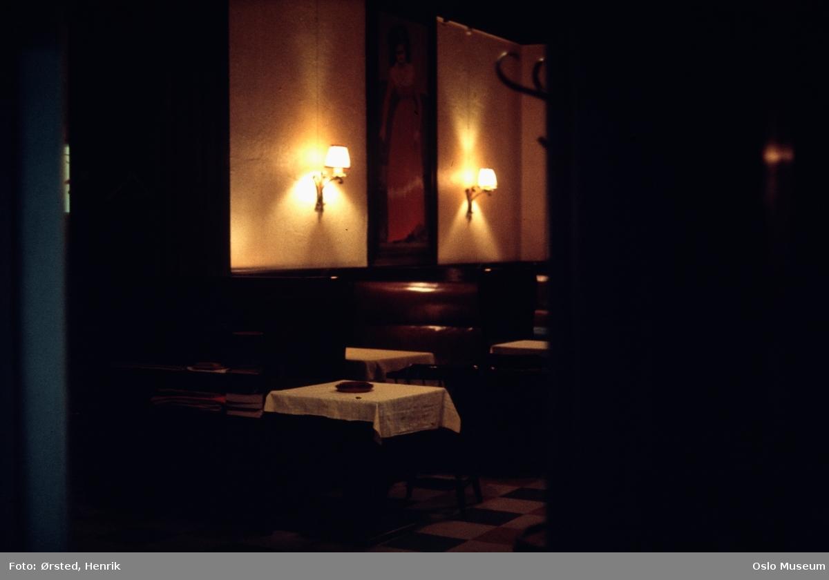 Lorry restaurant, interiør, bord, lampetter, maleri