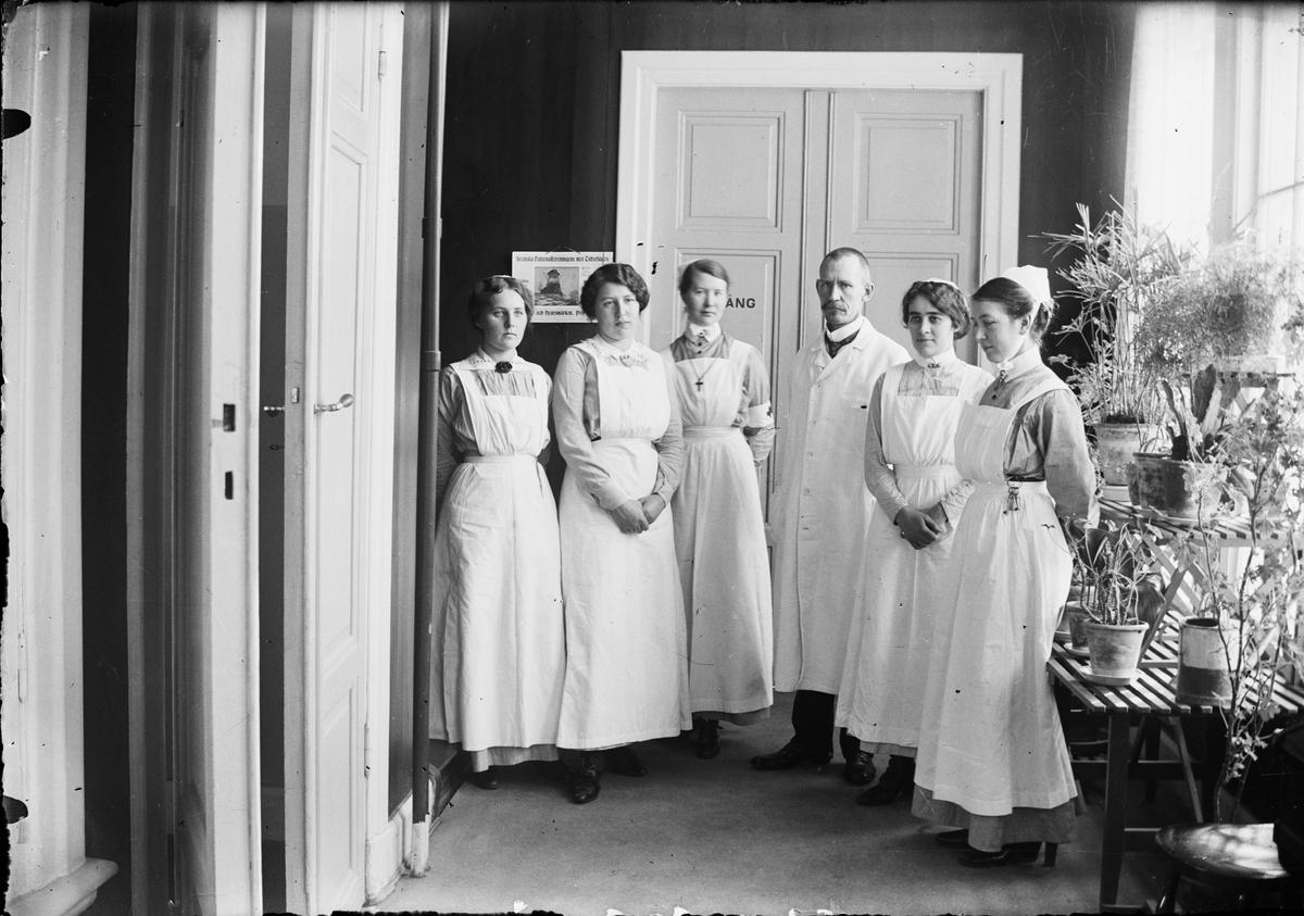 Sjukvårdspersonal, Östhammars lasarett, Uppland omkring 1920