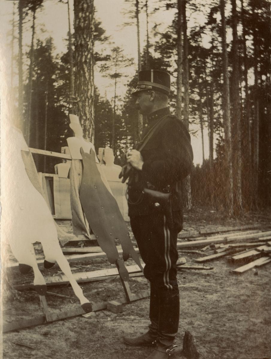 Artilleriofficerare på övningsfält.