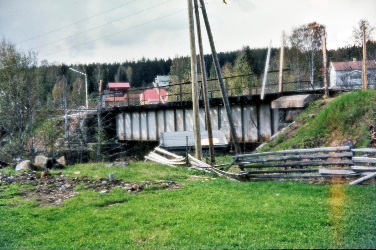 Bru over Augedalselva ved Prestkvern mellom Jaren og Røykenvik stasjoner på nedlagte Røykenvikbanen