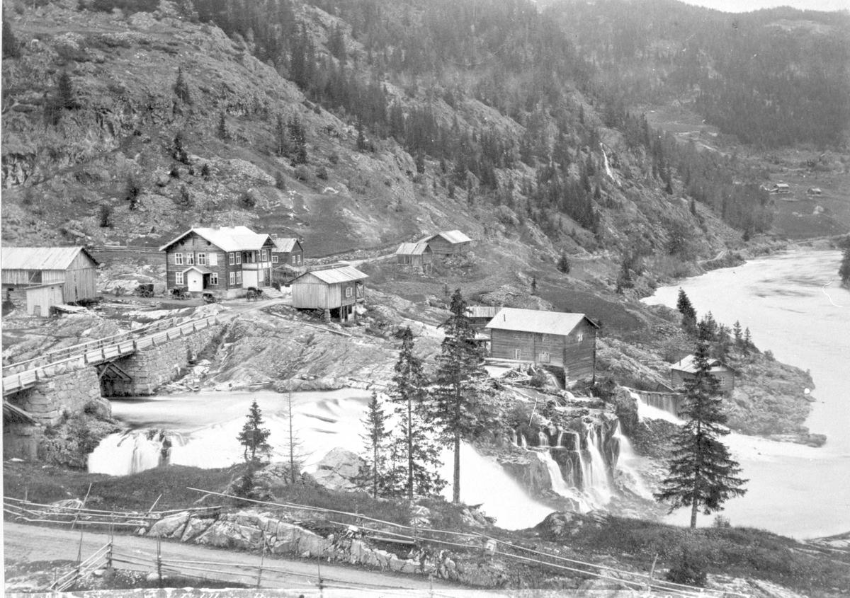Storebrufoss med Fjellheim, Sør-Aurdal.