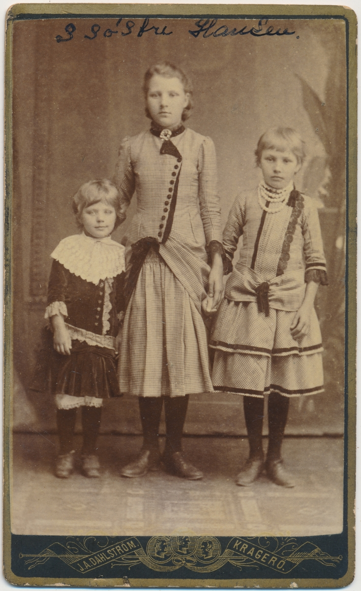 3 unge søstre