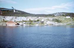 Hovedbasen til Varangerfly med sjøflyhangaren på Sandnes, La