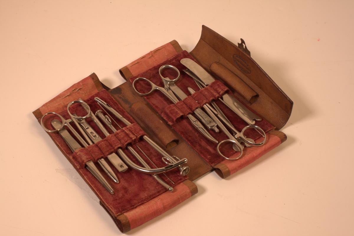 Legeinstrumenter som har tilhørt Oscar Wisting og brukt blant annet på Maud-ferden 1922-1925.