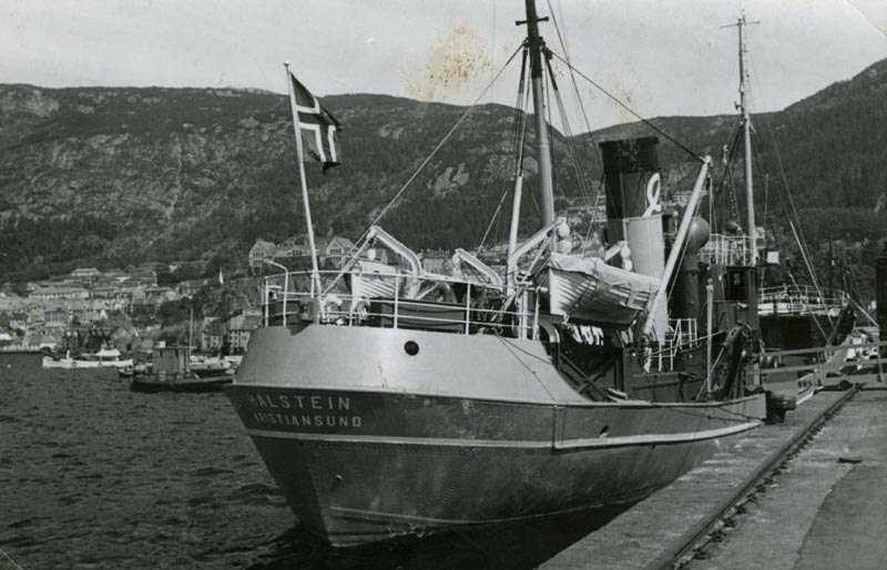 """Fiskebåten """"Halstein"""" ved kai"""