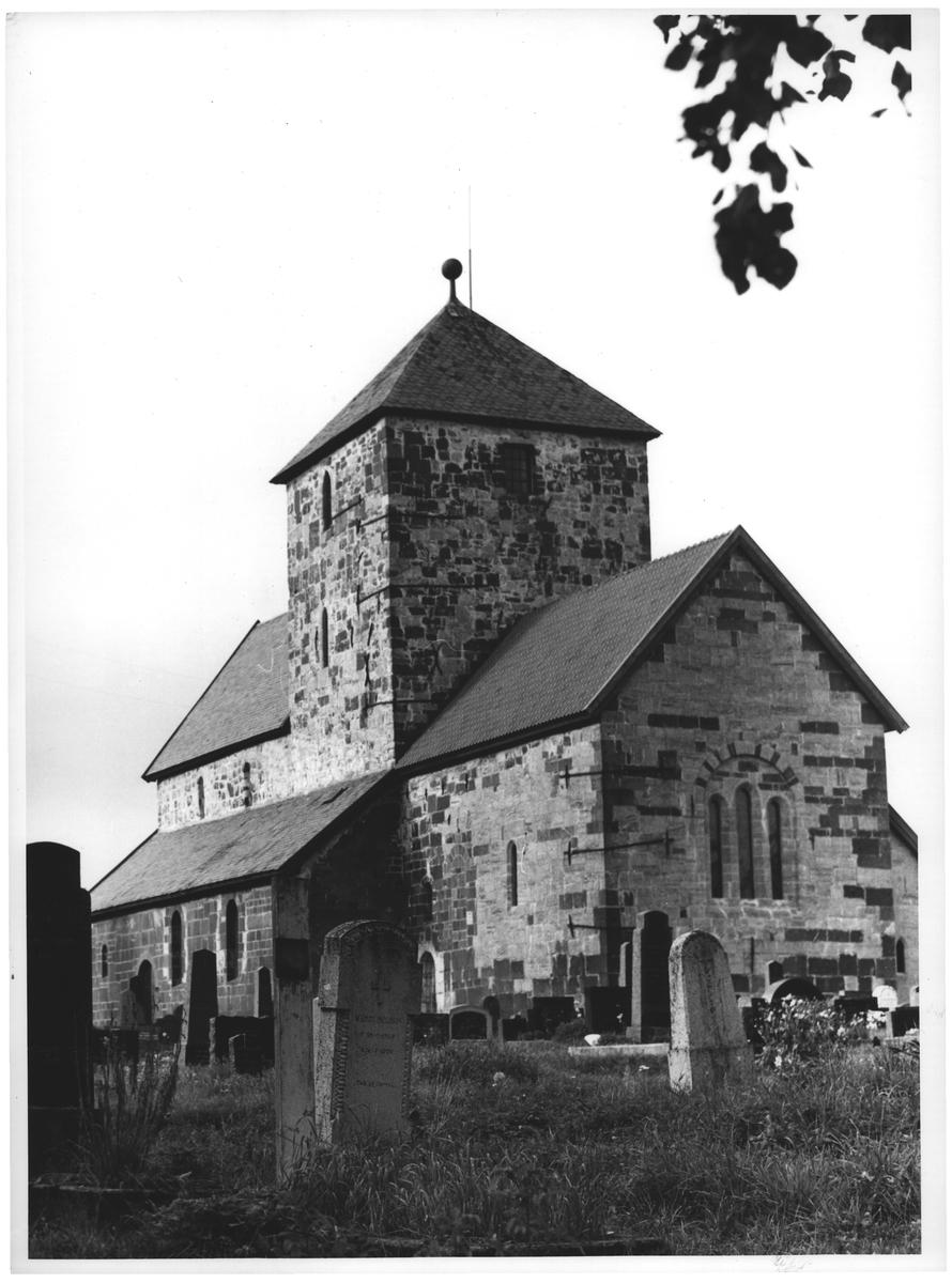 1 søsterkirke, Nikolaik. på Gran