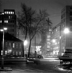 Kveld ved Vika politistasjon.