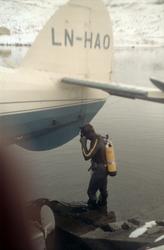 Norseman LNH-HAO fra Nor-Wing fortøyd ved bredden av et vann