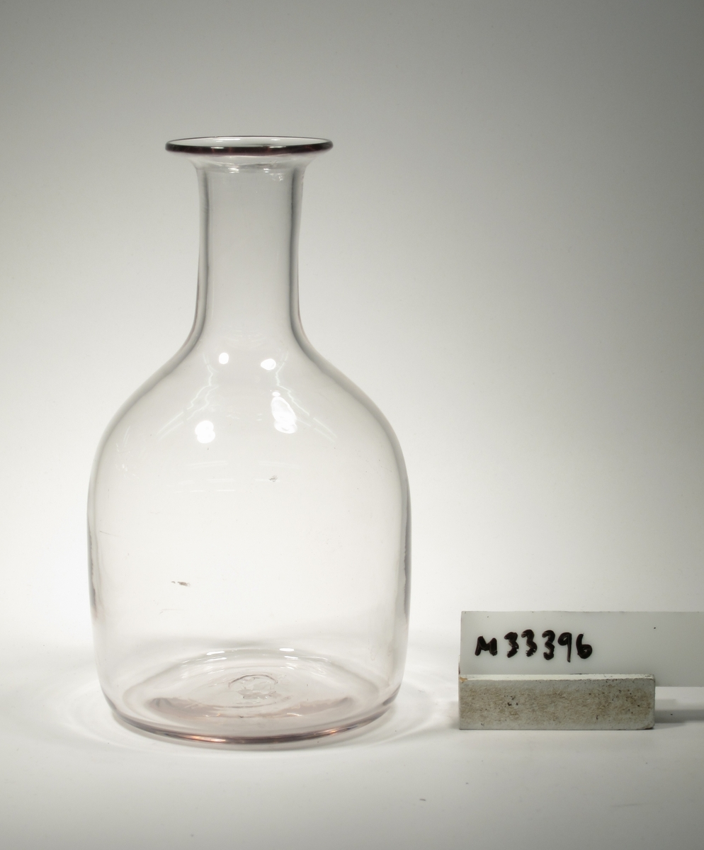 Kanna, flaskformad med utsvängd mynning.