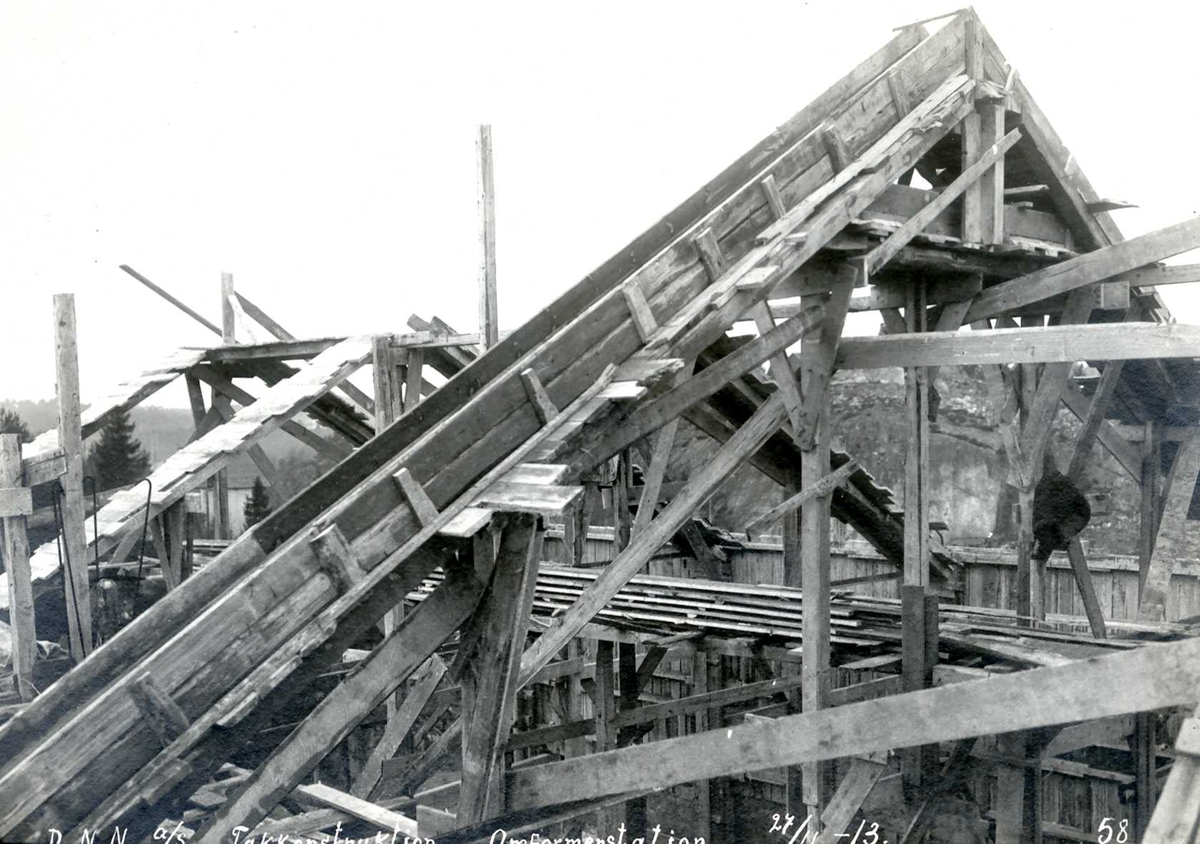 """""""27/11-1913"""" Nitriden. Forskaling for takbukk, bygning for materiallager, verksted og kontorer."""