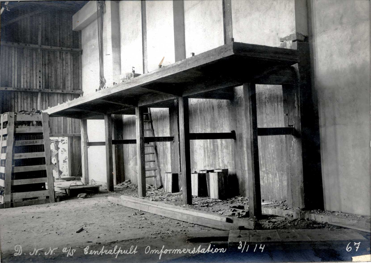 """""""03/01-1914"""" Nitriden. Plattform for instrumenter. Centralpult (Brettvakt), Omformerstasjonen."""