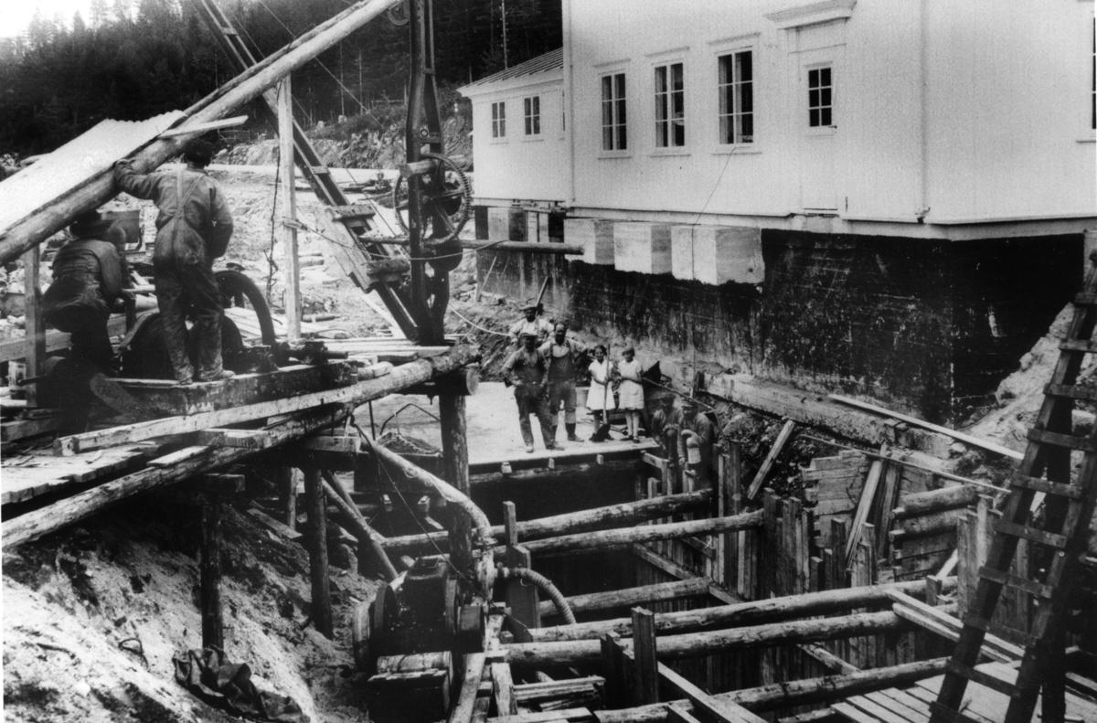 Nytt bygg under arbeid på jernbanen i Gjerstad