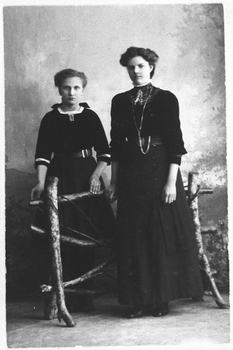 Mor og datter hos fotografen