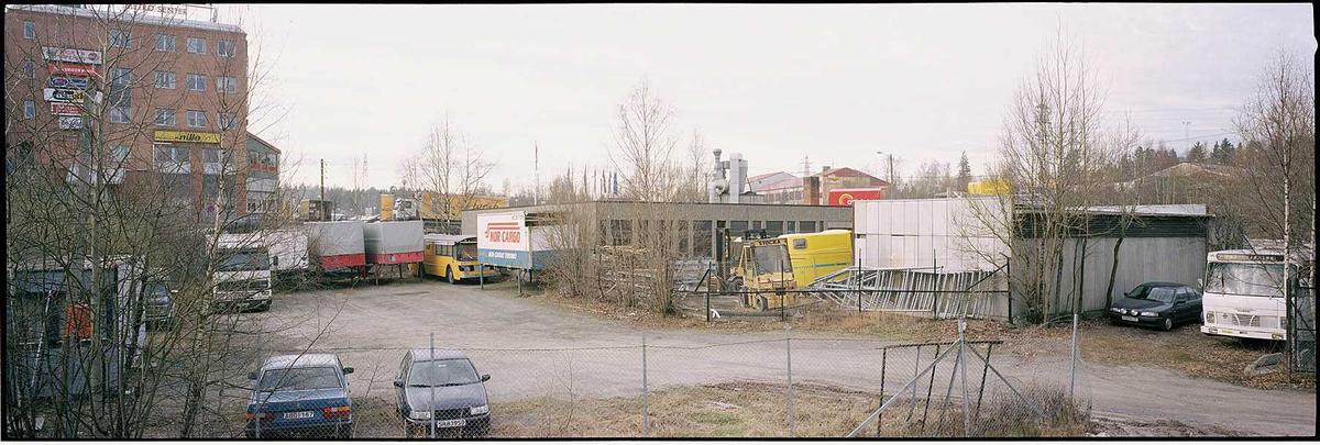 Baksiden av Adi-Tek (Gamle Trevarefabrikken) beliggende mellom Maxi og Metro.  Fotovinkel: V