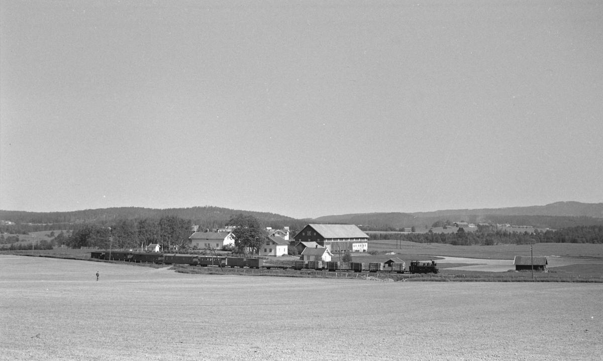 Tog retning Skulerud v/Store Lier gård på strekningen Lierfoss -  Bjørkelangen .