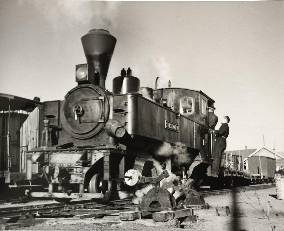 Skifting av vogner ut og inn av toget.
