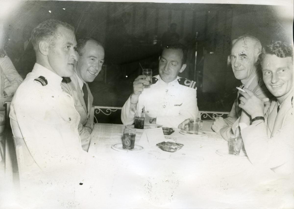 Album Ubåtjager King Haakon VII 1942-1946 Kaptein Erling Hostvedt 24.04.1944. Hegna, Haug, Klæboe, Hostvedt og Houlder.