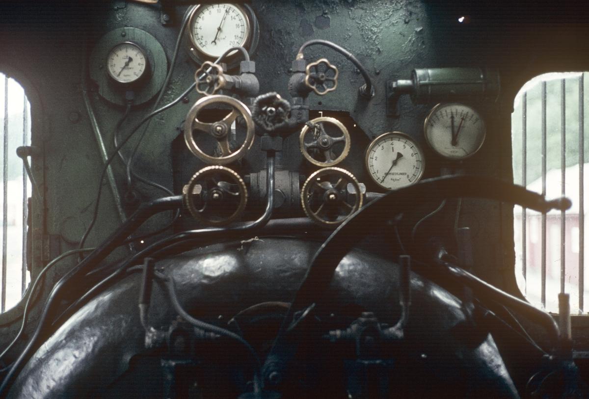 I førerhytten på damplokomotiv type 21b nr. 252