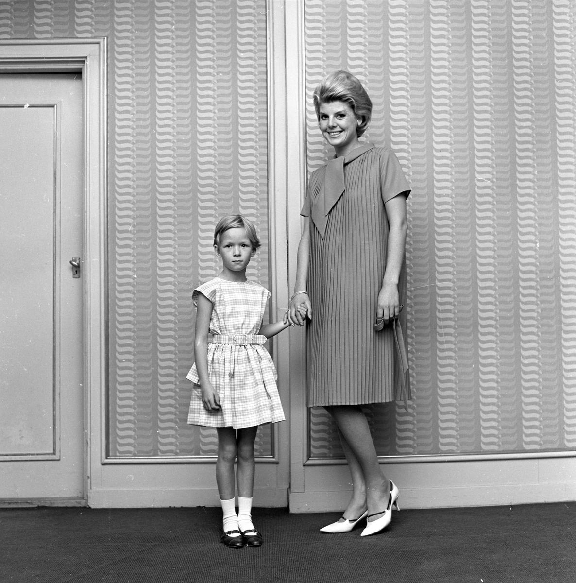 Halden, oktober 1963, Haldens Bomuldsspinneri, presentasjon i forbindelse med produksjonen.
