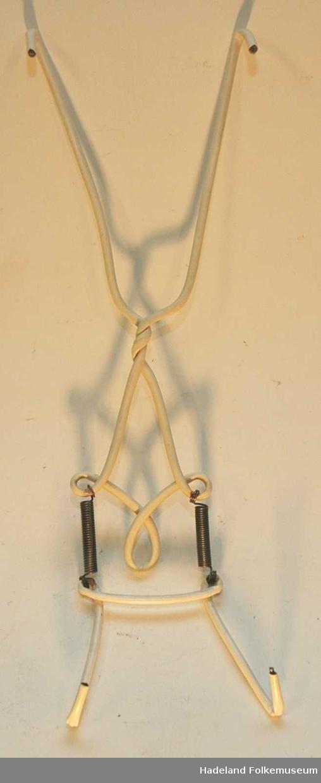 I ståltråd og vaier. Med plastbeskyttelser