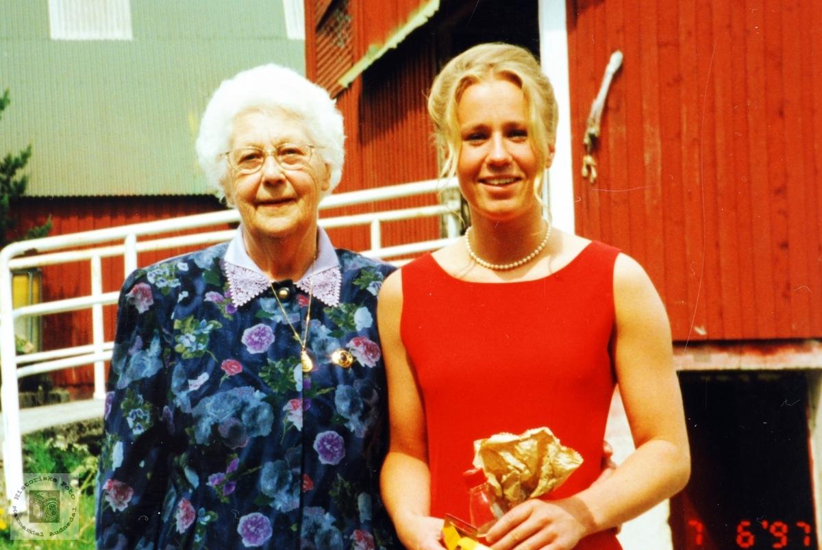 Farmor Klara Handeland med Banebarnet Klara Marie Smedsland, Audnedal.