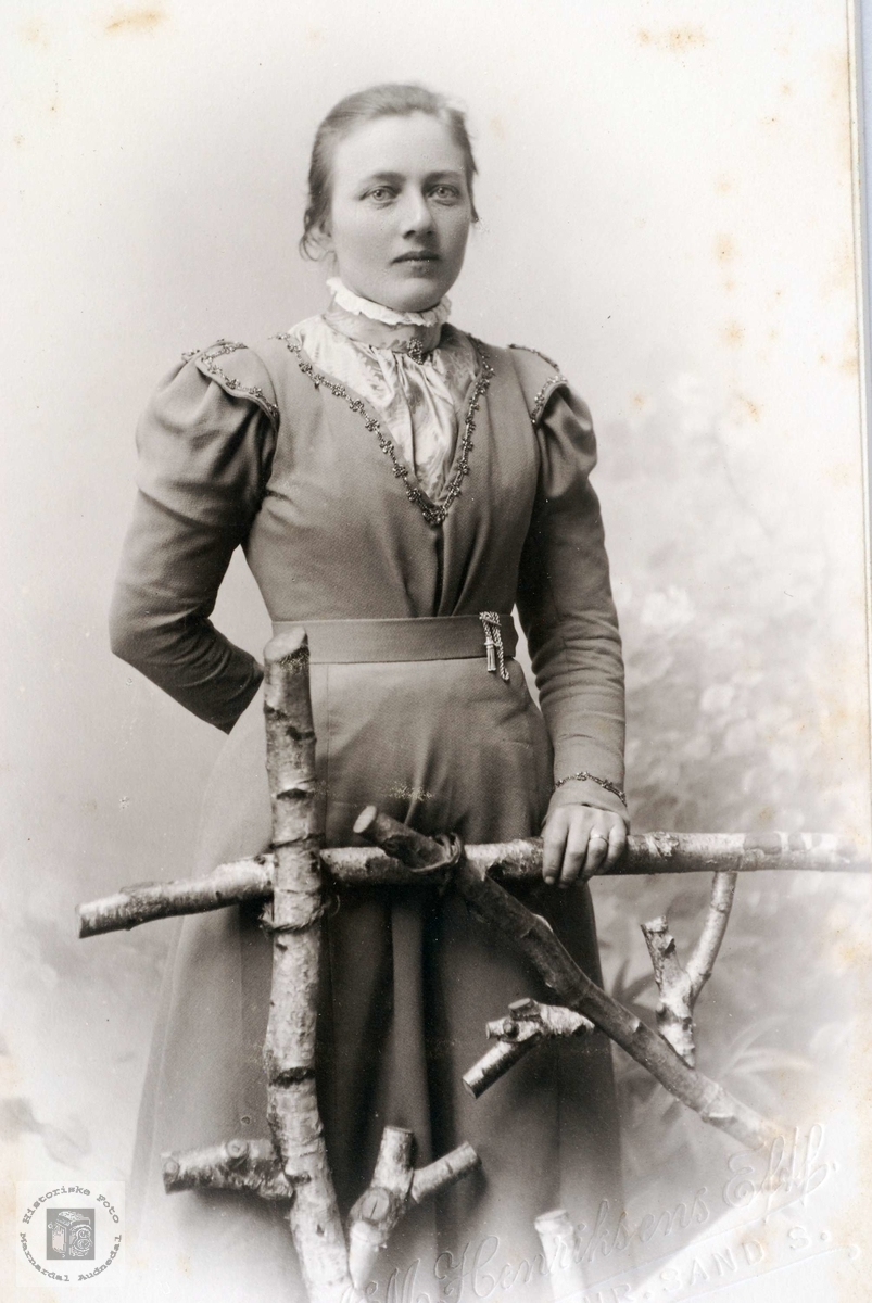 Portrett av Jørgine Refsnes gift 1. gang  Abelseth gift 2.gang Ubostad. Grindheim Audnedal.
