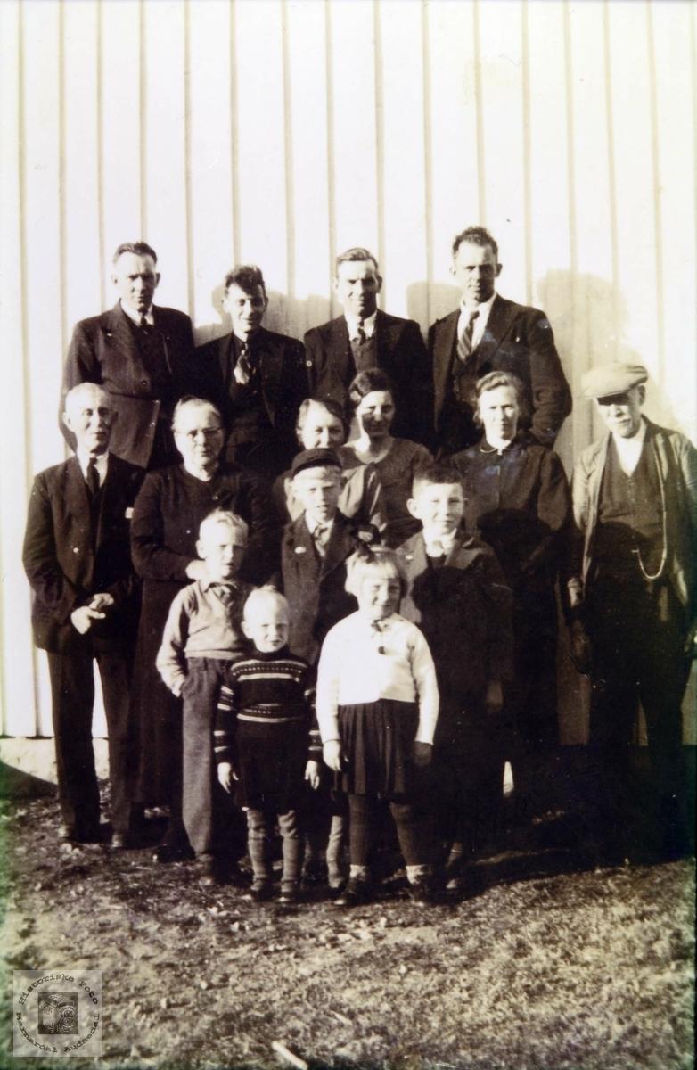 Familiesamling på Nepstad. Audnedal