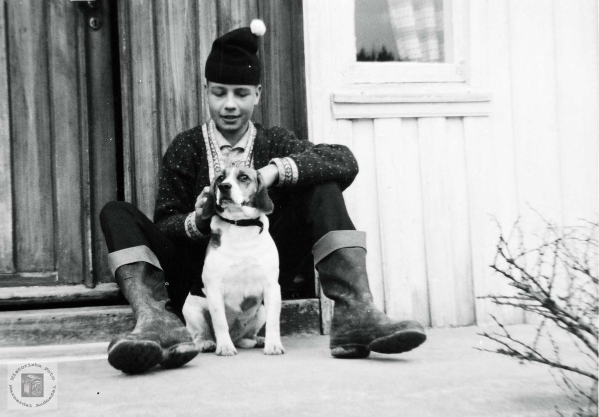 """De to gode vennene, Torgeir og hunden """"Jaga"""". Grindheim Audnedal."""