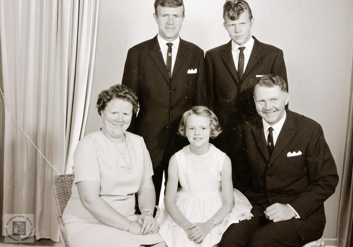 Familiebilde av familien Naglestad. Audnedal.