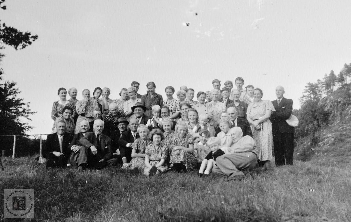 Venne og slektsamling på Birkeland. Konsmo.