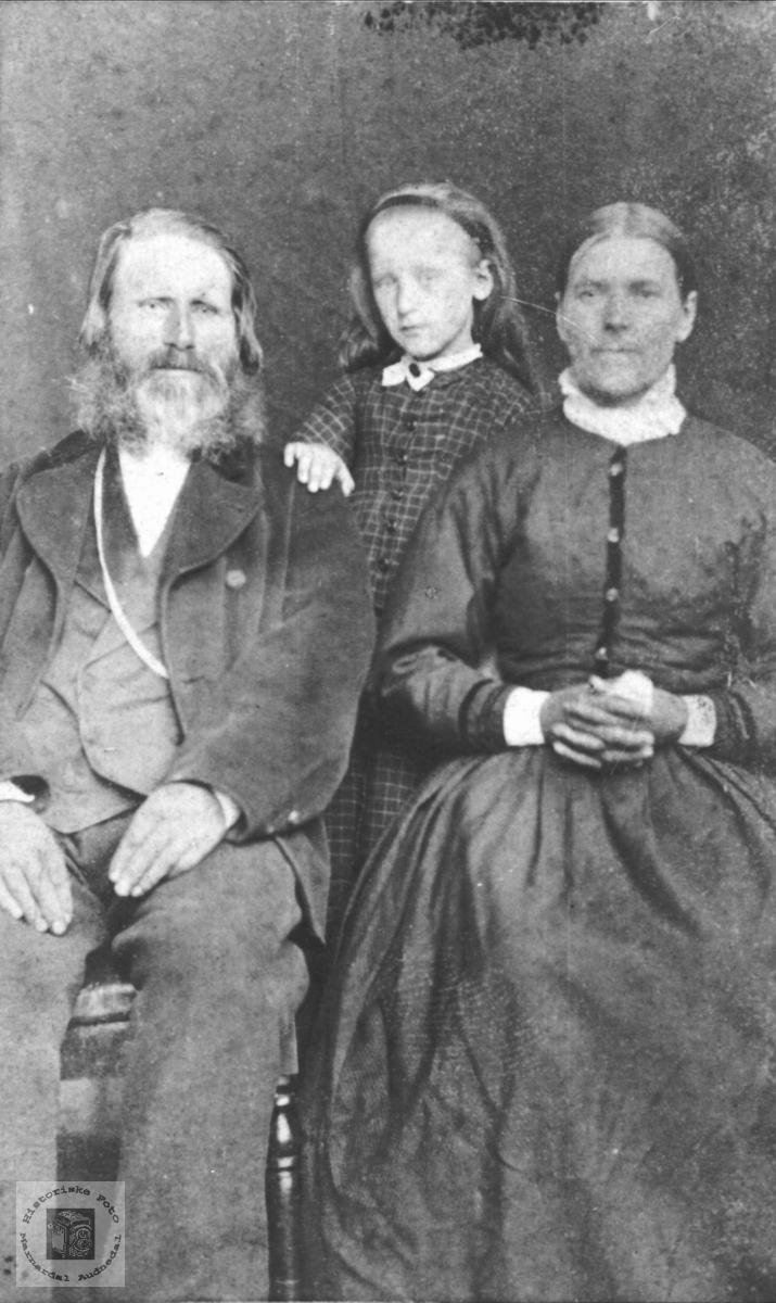 Portrett Karl Tobias, Anna og Guri Øyslebø, Øyslebø.