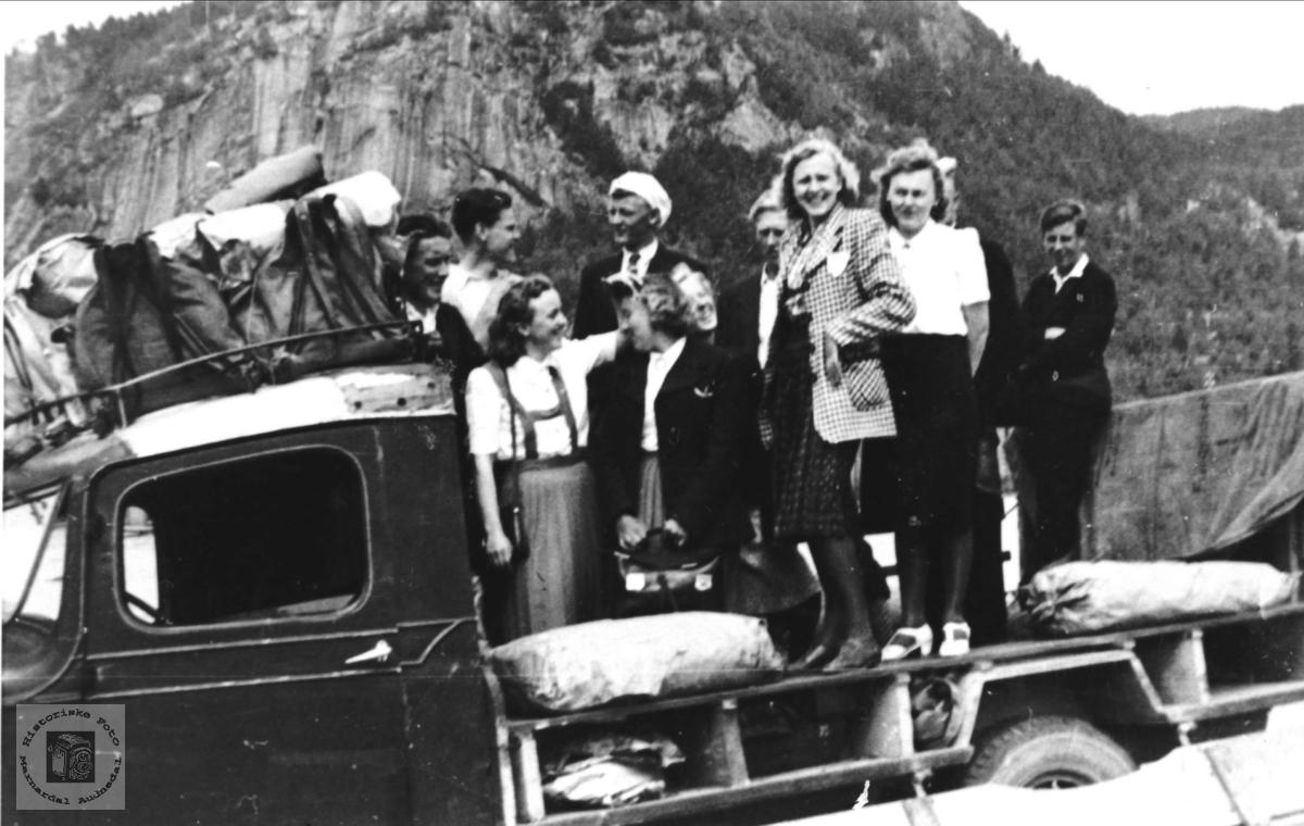 Avholdslagstur til Eiken med folk fra Øyslebø.