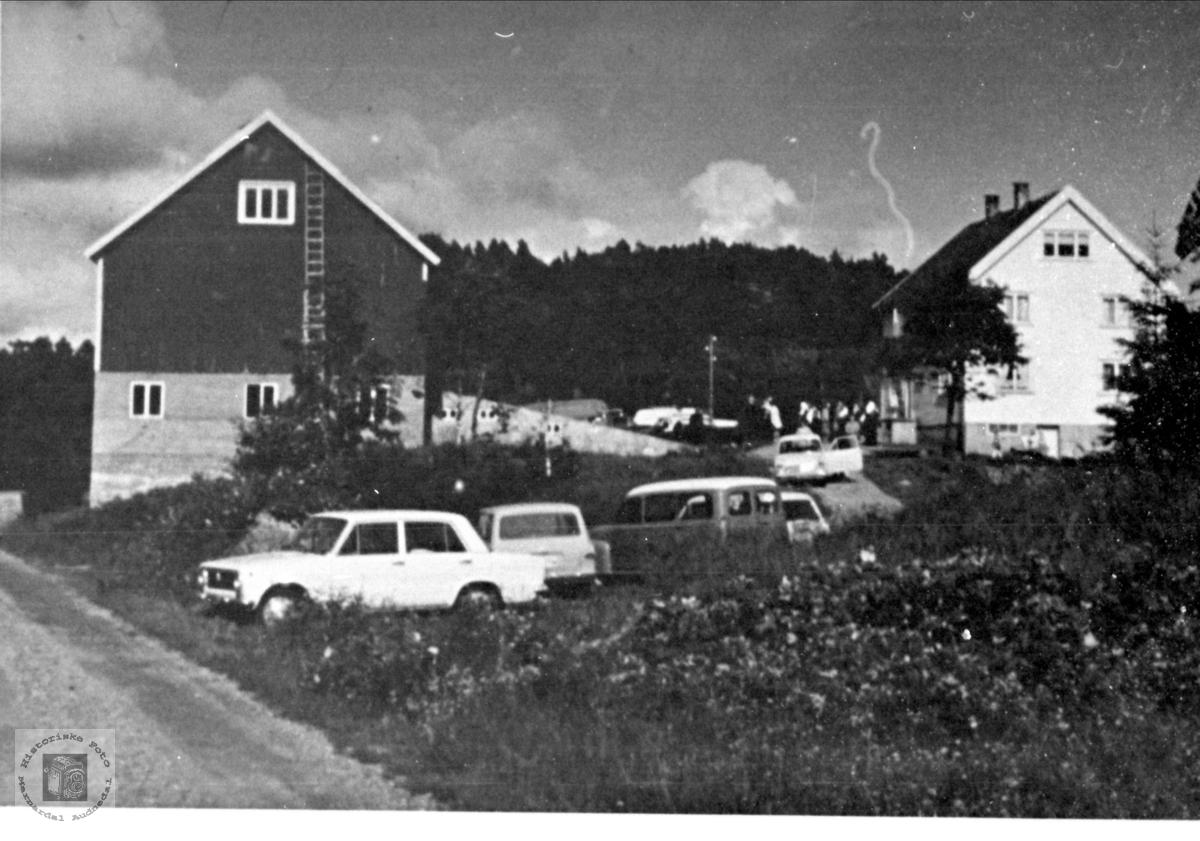 Gardsbruket til Knut Mjåland på Manneråk i Øyslebø.