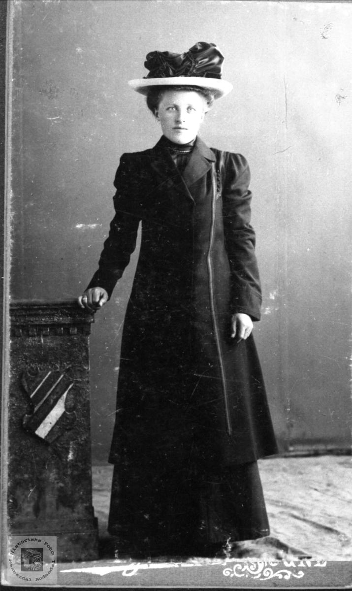 Portrett av Åse Tomine Follerås, Søgne.