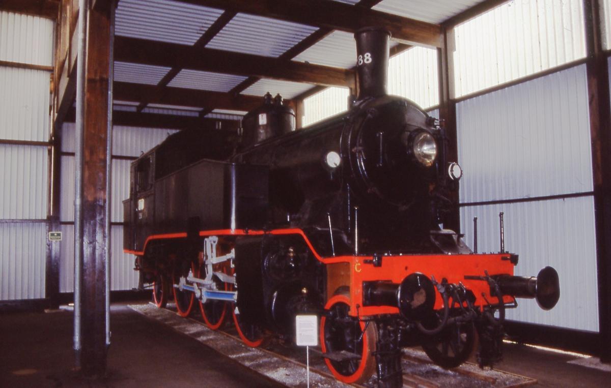 Damplok 32a i utstillingshallen på Jernbanemuseet på Hamar.