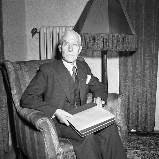"""Enligt notering: """"O.V. Johansson 70 år 20/1 1947""""."""